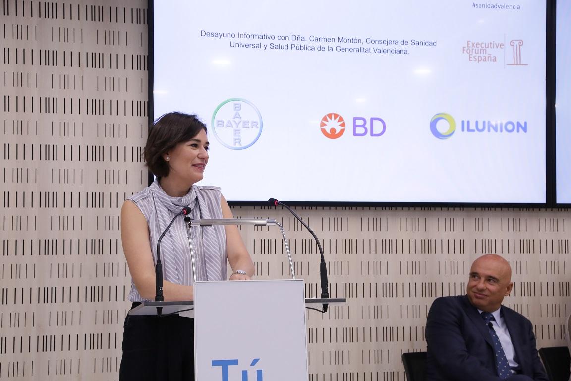 """""""La consejera valenciana cree que la reforma constitucional debería incluir la universalización de la Sanidad"""
