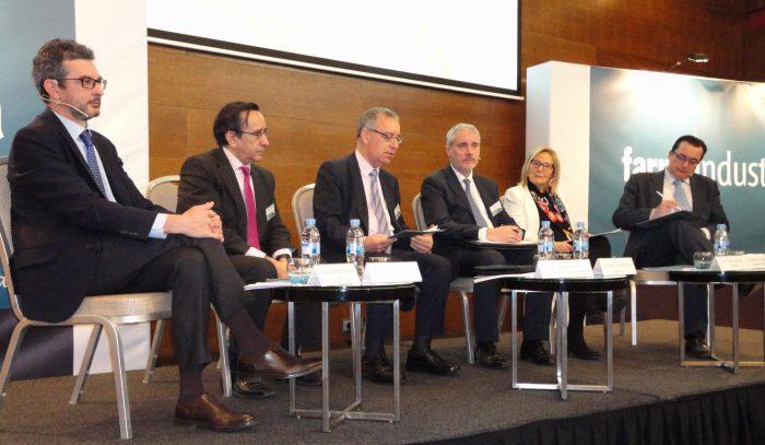 El coloquio ha sido moderado por Pedro Luis Sánchez, de Farmaindustria.