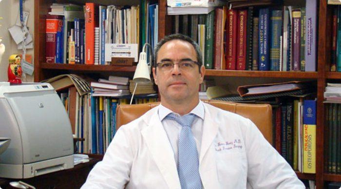Luis Roca, especialista en Cirugía Ortopédica y Traumatología del Hospital Universitario Virgen Macarena de Sevilla