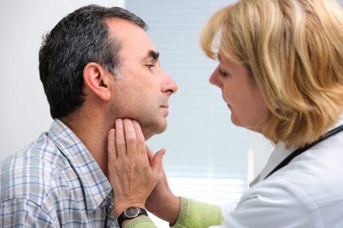 picazon cronica en la garganta