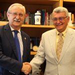 Serafín Romero y Arcadi Gual han firmado un acuerdo para agilizar el proceso de acreditación de la formación médica.