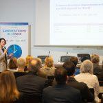 Ruth Vera habla de cáncer en el Parlamento de Navarra.