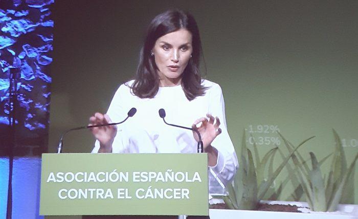 La Reina Letizia mencionó la necesidad de promover la prevención primaria frente al cáncer.