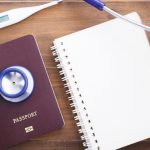 El pasaporte sanitario y el fonendo. Foto de recurso