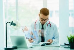 médico estudiando