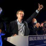 Núñez Feijóo celebra su triunfo en la noche electoral.