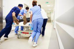 Imagen de un equipo de urgencias hospitalarias. Un estudio confirma la efectividad del PCI frente a la COVID-19
