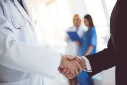 fuera de las decisiones sobre sanitarios