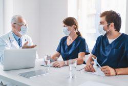 médicos jubilados voluntarios