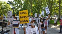 Médicos manifestándose