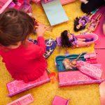Jugar con muñecas activa empatía