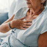La SEC analiza la enfermedad cardiovascular en la mujer. Foto de recurso de una mujer en una cama de hospital.