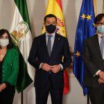 Sanidad descarta adelantar el toque de queda. En la imagen, Carolina Darias, Juanma Moreno y Salvador Illa.