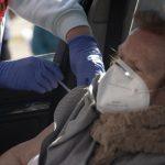 """SEMPSPH y semFYC, contra """"los vacunódromos"""". Foto de una vacunación en un coche."""