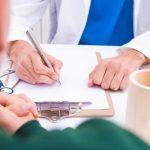 """El Sindicato Médico Andaluz pide """"un plan de actuación"""" para volver a la consulta presencial. Foto de recurso de una consulta presencial"""