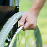 Foto de una silla de ruedas. Novartis presenta en España Mayzent, terapia oral para esclerosis múltiple secundaria progresiva