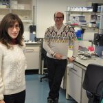 Gabriela Debesa, en el laboratorio. Confirman la relación entre la microbiota intestinal y el cáncer de colon en muestras de biobancos