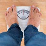 Especialistas en Medicina del Trabajo piden políticas para prevenir la obesidad. Foto de una báscula