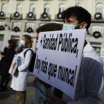 Imagen de una pancarta. Movilizaciones en Madrid y Cataluña en defensa de la Sanidad pública, Primaria y las condiciones laborales