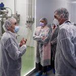 Pedro Sánchez y Carolina Darias, en su visita a la compañía de la vacuna COVID española