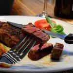 Plato de carne, producto que hay que reducir en la dieta
