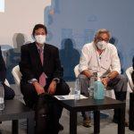 Los modelos de financiación sanitaria, a debate. Foto de los ponentes con Joaquín Estévez, moderador