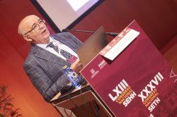 El doctor Julio González en su intervención