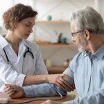 Las combinaciones fijas se deben considerar de forma más precoz en pacientes de alto riesgo